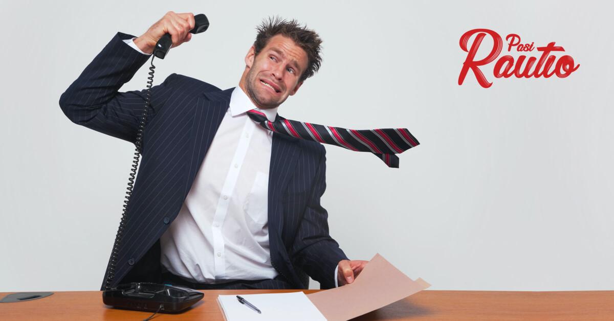 Myyjälle huudetaan puhelimessa niin, että kravatti heiluu